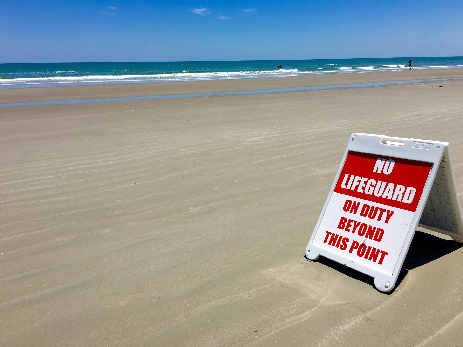 Red sign posted : No lifeguard on duty