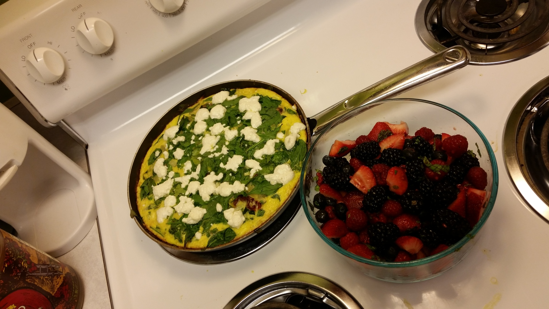 spinach fritata and berry salad