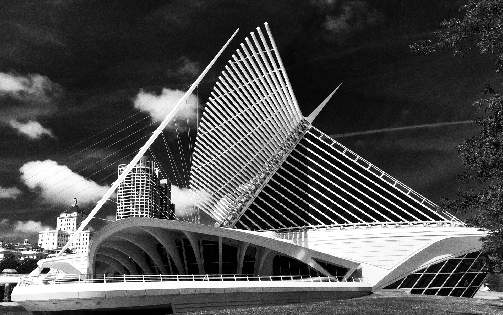 B&W architecture example photo
